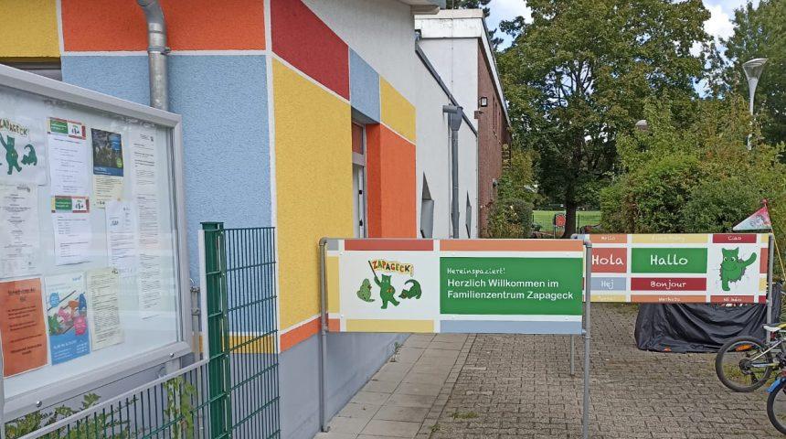 Neue Schilder für den Eingangsbereich